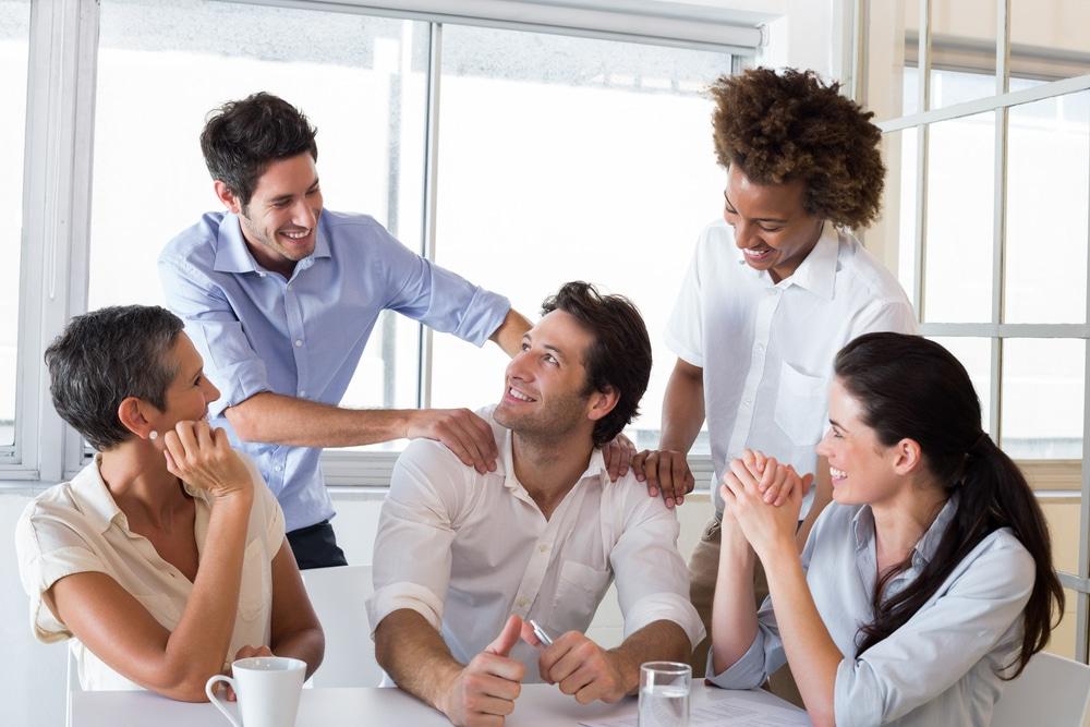 Le coworking est un espace de travail collectif partagé entre plusieurs créateurs; entrepreneurs, start-up  les « co-workers« , avec des équipements adaptés, des salles de réunion mais aussi des espaces de détente. C'est un lieu idéal de networking autour de la machine café,  des brunchs ou encore de brainstorming collectifs.