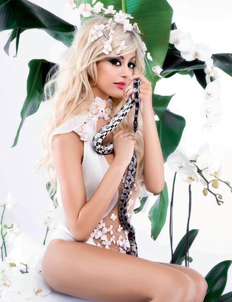 Karl Lagerfeld - Zahia - Chanel